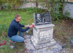 Установка памятника-монумента первому учителю нижнеуфалейской школы